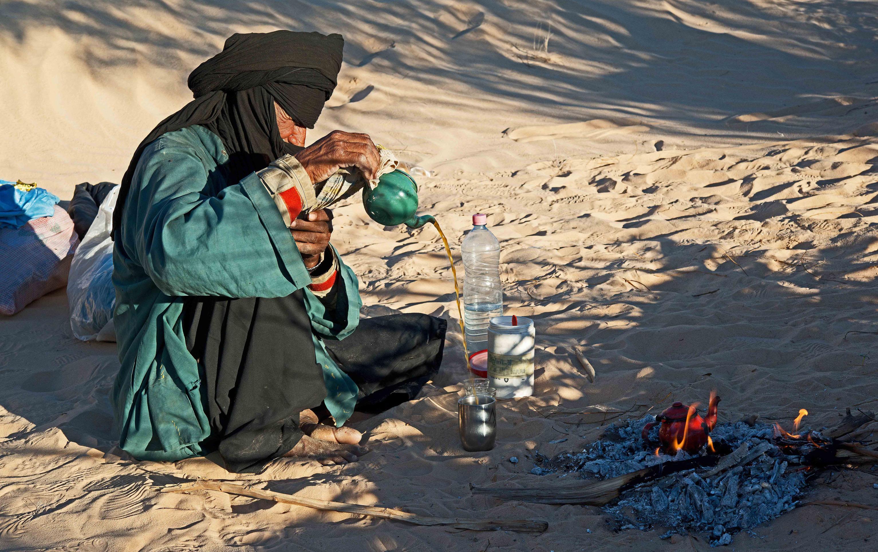 Tee Zeremonie, Sahara, Algerien